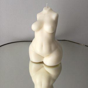 """Rankų darbo ekologiška žvakė – """"Curvy Girl"""""""